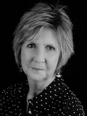 Peggy Luster headshot