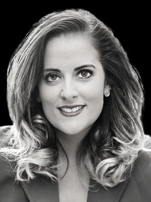 Julie Bilderback headshot